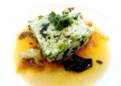 Cous-cous-de-algas,-espirulina-y-aceite-de-salicornia-con-caldo-de-algas.