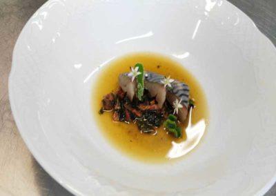 Pesto-de-algas-y-tomate,-caballa-curada-en-sal-de-algas-y-caldo-miso-(2)
