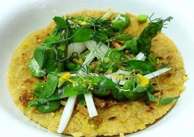coca-de-maiz-con-leguminosas-y-liliaceas
