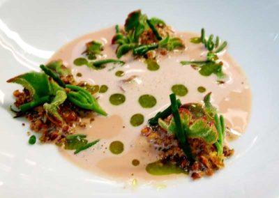 crema-de-crustáceos-de-tierra-y-halófilas-con-picada