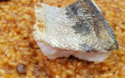 Arroz de pez araña en olla exprés presentado en paella