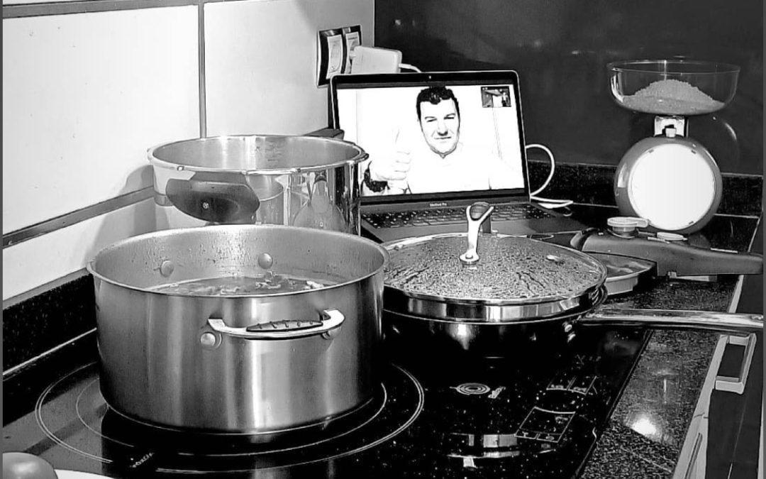 """¿Qué """"NO"""" es una clase práctica de cocina online en directo?"""